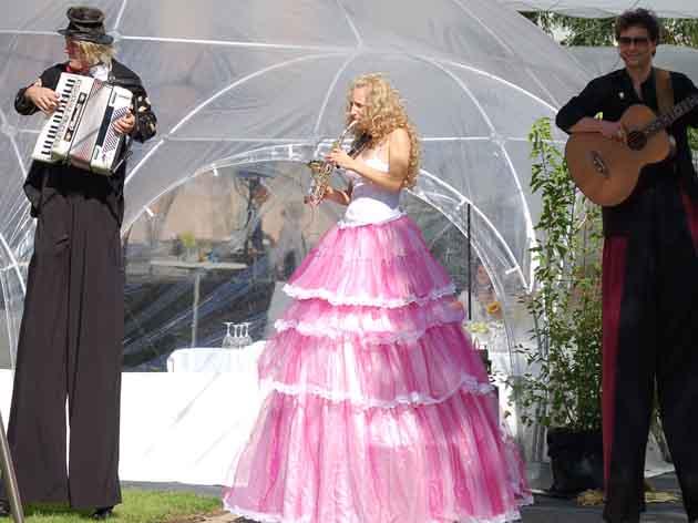 Hochzeitsunterhaltung Stelzenläufer