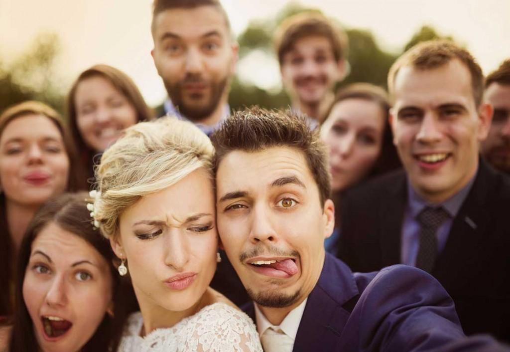 Lustige spaßige Hochzeit feiern